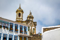 Ville d'Ouro Preto et sao Francisco de Assis Church - Ouro Preto, Minas Gerais, Brésil Photographie stock libre de droits