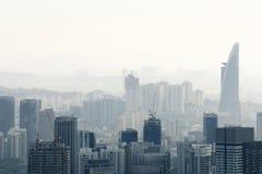 Ville dans la pollution atmosphérique Photographie stock libre de droits