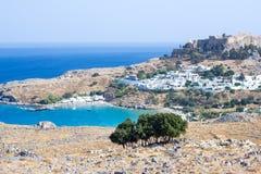 Ville dans les montagnes Lindos, Grèce Photographie stock libre de droits