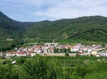 Ville dans les montagnes image libre de droits