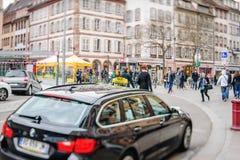 Ville de attente de clients d'inclinaison-shoft de voiture de taxi Image stock