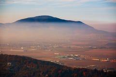 Ville de bâche de brouillard enfumé photo stock