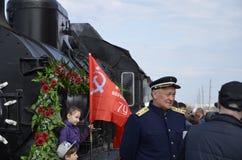 Ville de Balakovo de la région de Saratov Russie 1er mai 2018 Arrivée du ` militaire d'échelon de rétro ` de train à la station photo stock
