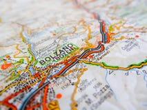Ville de Bolzano au-dessus d'une carte de route ITALIE Image libre de droits
