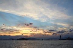 Ville de bord de la mer de Turgutreis et de couchers du soleil spectaculaires photographie stock