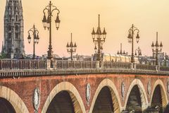 Ville de Bordeaux, France au coucher du soleil photographie stock libre de droits