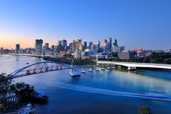 Ville de Brisbane au crépuscule Image stock