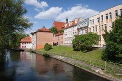 Ville de Bydgoszcz le long de rivière Brda Photographie stock libre de droits