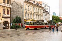 Ville de centre de Bratislava, ligne de tram images libres de droits