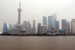 Ville de Changhaï La Chine Le paysage des secteurs de parc, des bâtiments antiques et des gratte-ciel modernes photos stock