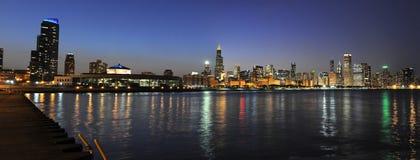 Ville de Chicago au crépuscule Photos libres de droits