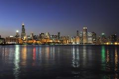 Ville de Chicago au crépuscule Photo libre de droits