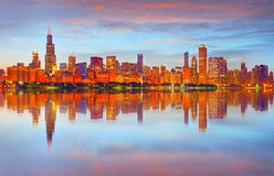 Ville de Chicago Etats-Unis, horizon coloré de panorama de coucher du soleil Photo stock