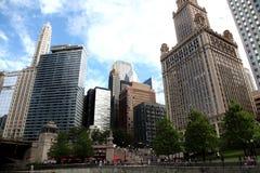 Ville de Chicago sur la rivière Chicago images libres de droits