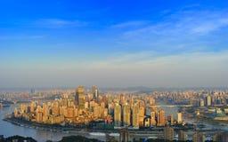 Ville de Chongqing dans le lever de soleil Images stock