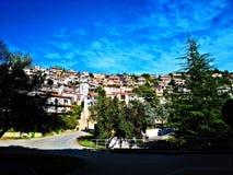 Ville de colline photos libres de droits