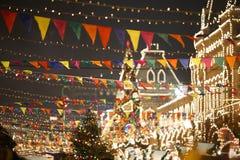 Ville de fête décorée avec des drapeaux Photo stock