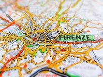 Ville de Firenze au-dessus d'une carte de route ITALIE Images stock