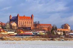 Ville de Gniew à l'horaire d'hiver en Pologne Image libre de droits