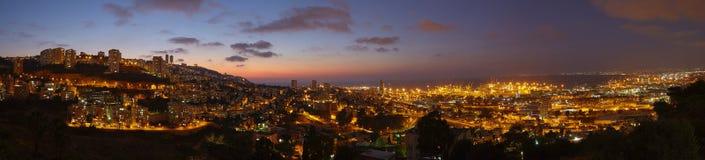 Ville de Haïfa, photo aérienne de paysage de panorama de vue de nuit Images stock