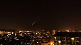 Ville de Kota Kinabalu la nuit, égalisant la scène en Malaisie Photo libre de droits