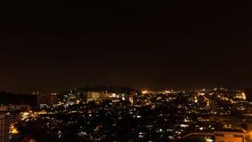 Ville de Kota Kinabalu la nuit, égalisant la scène en Malaisie Photos libres de droits