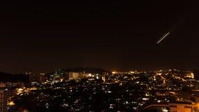 Ville de Kota Kinabalu la nuit, égalisant la scène en Malaisie Images libres de droits