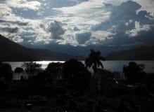 Ville de lac de Pokhara au crépuscule Photographie stock libre de droits