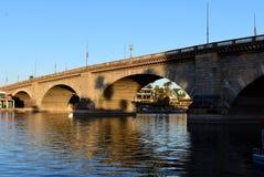 Ville de Lake Havasu, lever de soleil au pont de Londres Images libres de droits