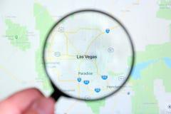 Ville de Las Vegas, Nevada sur l'écran de visualisation par une loupe image stock