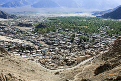 Ville de Leh et vue de vallée de fleuve Indus, Inde Photo stock