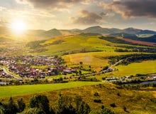 Ville de lubovna de Stara en Slovaquie au coucher du soleil Photographie stock libre de droits