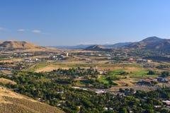 Ville de montagne dans une vallée Photographie stock