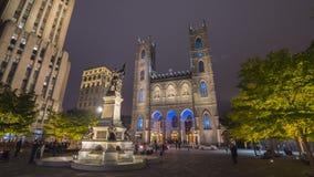 Ville de Montréal près du Notre Dame Cathedral par nuit image stock