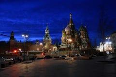Ville de Moscou Kremlin et de Moscou la nuit photographie stock
