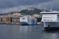 Ville de Naples, de port principal et de vue de ville images stock