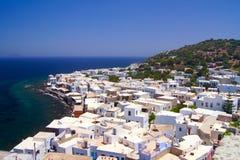 Ville de Nisyros sur le bord de la mer photos libres de droits