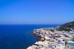 Ville de Nisyros sur le bord de la mer en Grèce Photographie stock libre de droits