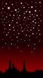 Ville de nuit avec des étoiles sur le ciel Photos libres de droits