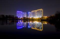Ville de nuit Hôtel d'Izmailovo à Moscou, Russie image stock