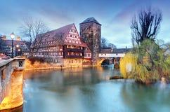 Ville de Nuremberg, Allemagne, la rive de la rivière de Pegnitz Photo stock