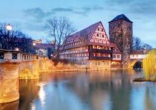 Ville de Nuremberg, Allemagne, la rive de la rivière de Pegnitz Images libres de droits