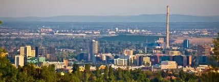 Ville de panorama de district des affaires de Zagreb Photos libres de droits