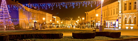 Ville de panorama de Noël de Koprivnica Photos stock