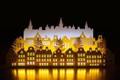 Ville de papier d'or d'hiver de nuit d'art avec des lumières de nouvelle année an neuf heureux de Noël joyeux Copiez l'espace pou photo libre de droits