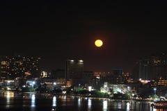 Ville de Pattaya dans la nuit de pleine lune Images libres de droits