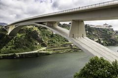 Ville de Porto des ponts images stock