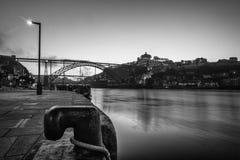Ville de Porto de vue du Portugal des DOM luis de thebridge de la rivière de ribeira images libres de droits
