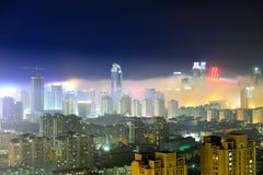Ville de Qingdao dans le brouillard d'advection Image libre de droits