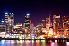Ville de quai de Circulay la nuit Sydney Image stock
